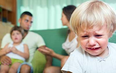Jak Rozwiązywać Kłótnie Między Dziećmi? 10 kroków aby zmniejszyć liczbę kłótni w Twojej rodzinie